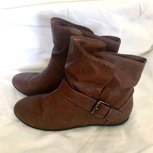 Shoes - Short Boots Cognac Booties Flat Heel 9 1/2